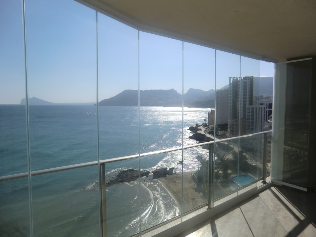 cortina de cristal en terraza- instalación Málaga